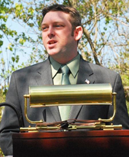 Veterans' memorial legislation moves ahead