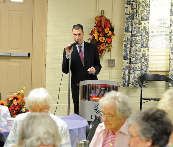 Foxwoods CEO visits with Naugatuck seniors