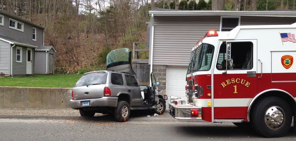 Crash in Naugatuck claims man's life
