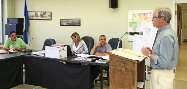 Commission hears plan for building